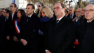 Anne Hidalgo, Emmanuel Macronet son épouse Brigitte, François Hollande et Bernard Cazeneuve assistent aux commémorations des attentats du 13-Novembre, en 2017. (PHILIPPE WOJAZER / AFP)