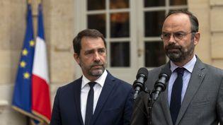 Le Premier ministre Edouard Philippe et le ministe de l'Intérieur, Christophe Castaner, présentent les conclusions du rapport à Matignon, à Paris, le 30 juillet 2019 (LIONEL BONAVENTURE / AFP)