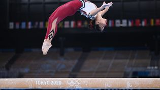 La gymnaste allemande Kim Bui lors des épreuves qualificatives des Jeux olympiques de Tokyo, à Tokyo, le 25 juillet 2021. (MARIJAN MURAT / DPA / AFP)