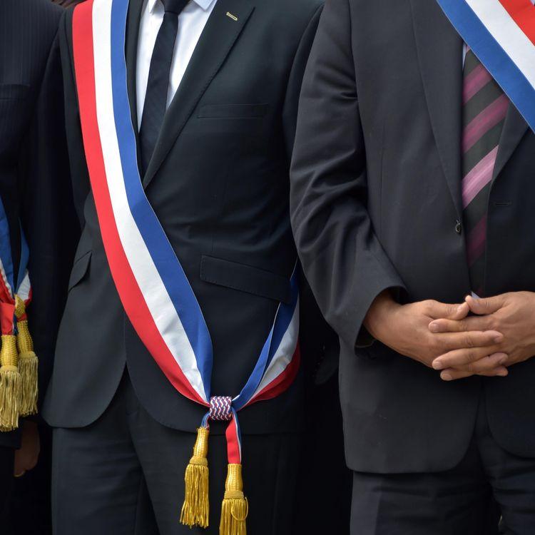 Plusieurs maires rassemblés à l'occasion d'une réunion de l'AMF à Saint-Etienne, le 19 septembre 2016 (CLAUDE ESSERTEL / MAXPPP)