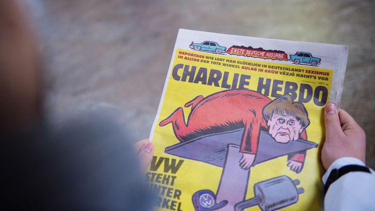 La une du premier numéro allemand de Charlie Hebdo, sorti le premier décembre 2016. (LINO MIRGELER / DPA)