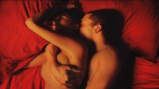 """Aomi Muyock et Karl Glusman dans """"Love"""" de Gaspard Noé  (Wild Bunch Distribution)"""