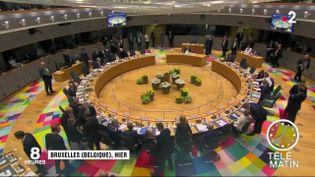 Le climat était tendu à Bruxelles dans la nuit de jeudi à vendredi 21 juin, où les 28 ont bien du mal à se mettre d'accord sur le nom du nouveau président de la Commission européenne. (FRANCE 2)
