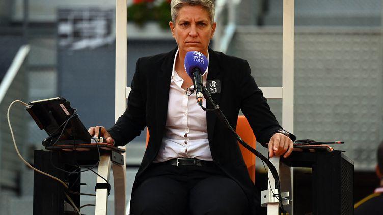 L'arbitre croate Marija Cicak lors de la finaleféminine du Masters de Madrid, entre Ashleigh Barty et Aryna Sabalenka, le 8 mai 2021. (GABRIEL BOUYS / AFP)