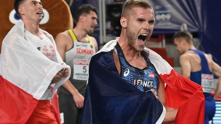 Kevin Mayer lors de sa victoire sur l'heptathlon des Championnats d'Europe en salle 2021. (ANDREJ ISAKOVIC / AFP)