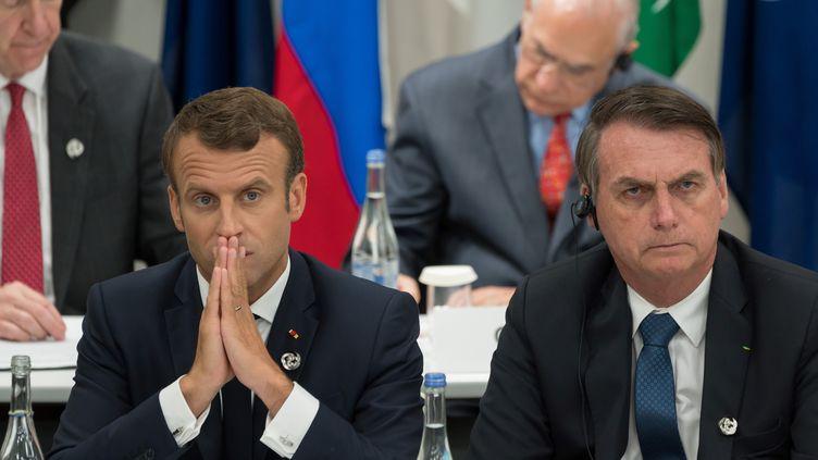 Emmanuel Macron et le président du Brésil Jair Bolsonaro, le 28 juin 2019, à Osaka (Japon). (JACQUES WITT / POOL / AFP)