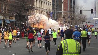 15 avril 2013, les coureurs du marathon de Boston (Massachusetts) encore sur la route au moment des attentats (DAN LAMPARIELLO  / REUTERS )
