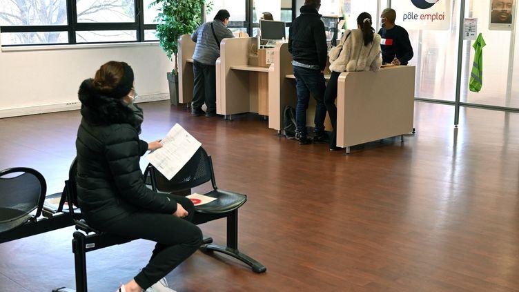 Une agence Pôle emploi à Marseille (Bouches-du-Rhône). Photo d'illustration. (NICOLAS TUCAT / AFP)