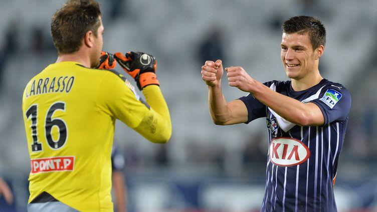 Frédéric Guilbert et Cédric Carrasso lors de la saison 2015/2016. (NICOLAS TUCAT / AFP)