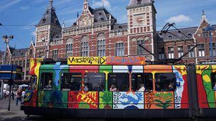 La société de transport public d'Amsterdam veut lutter contre les crachats sur les membres de son personnel. (MICHAEL JENNER / ROBERT HARDING HERITAGE / AFP)