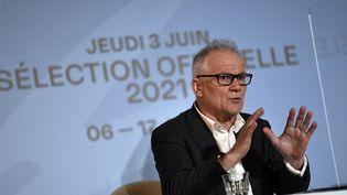 Thierry Frémaux, délégué général du Festival de Cannes, lors de la présentation de la sélection officielle de l'édition 2021, le 3 juin 2021 à Paris. (STEPHANE DE SAKUTIN / AFP)