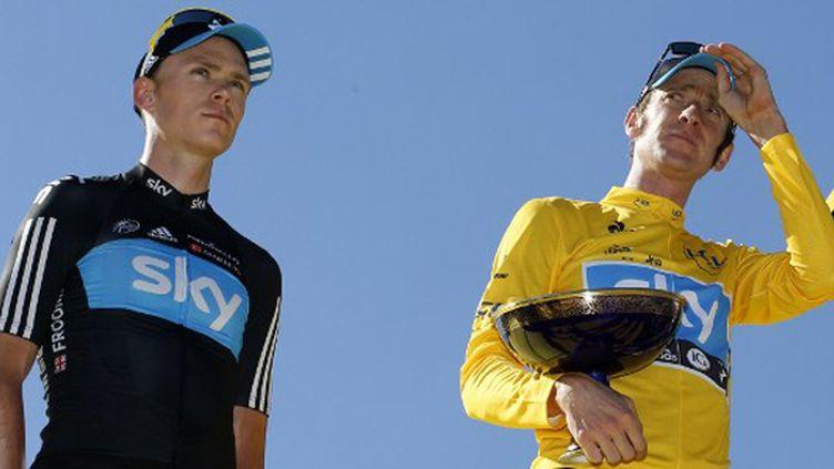 Chris Froome et Bradley Wiggins sur le podium du Tour de France 2012 (JOEL SAGET / AFP)