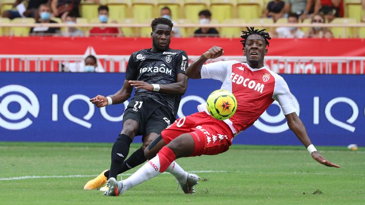 Dia (Reims) à la lutte avec Disasi (Monaco) (VALERY HACHE / AFP)