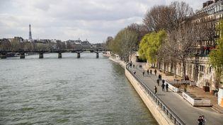 La Seine et les quais du fleuve à Paris, le 21 mars 2021. (MOHAMMED BADRA / EPA / MAXPPP)