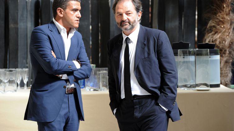 Denis Olivennes, à droite, avec le directeur des relations publiques de Lagardère, Ramzi Khiroun, le 29 août 2011. (MEHDI FEDOUACH / AFP)