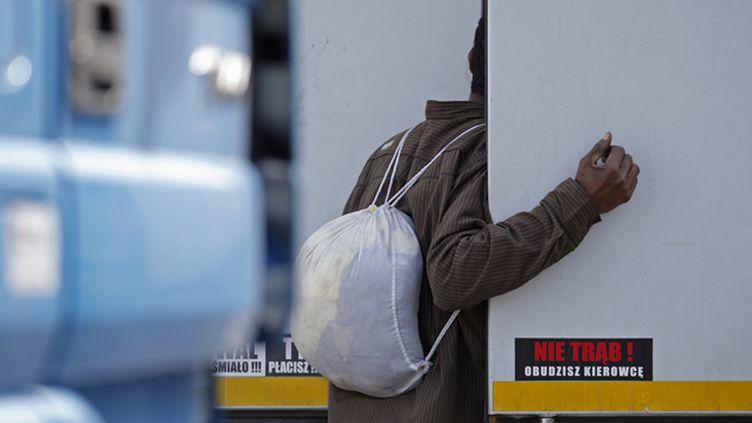 (Migrant à Calais © REUTERS/Christian Hartmann)