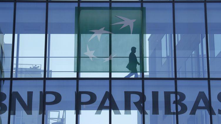 """BNP-Paribas, qui sponsorise la COP21,a été épinglé jeudi 3 décembre 2015 """"pour son soutien financier au secteur du charbon partout dans le monde, notamment d'énormes centrales en Afrique du Sud et en Inde"""". (GONZALO FUENTES / REUTERS)"""