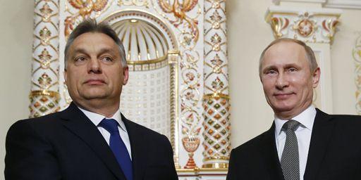 Rencontre entre le Premier ministre hongrois, Viktor Orbane, et le président russe, Vladimir Poutine, le 14 janvier 2014 près de Moscou. (Reuters - Yuri Kochetkov - Pool)