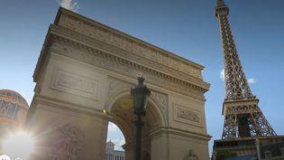 À Las Vegas (États-Unis) trônent deux répliques de l'Arc de Triomphe et de la Tour Eiffel, en hommage à la culture française. (CAPTURE ECRAN FRANCE 2)