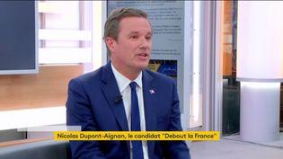 Nicolas Dupont-Aignan (DLF), candidat à l'élection présidentielle, est l'invité de Julien Benedetto. (FRANCEINFO)