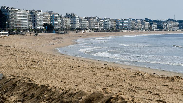 La plage de la Baule (Loire-Atlantique), interdite à toute personne durant le confinement, le 19 mars 2020. (FRANCK DUBRAY / MAXPPP)