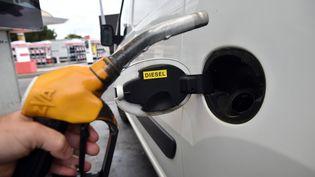 Le nombre de véhicules diesel en circulation a reculé en 2017, une premièredepuis 1990. (REMY GABALDA / AFP)