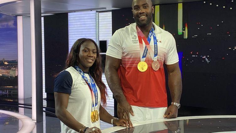 Les judokas françaisClarisse Agbégnénou et Teddy Riner, champions olympiques à Tokyo, sur le plateau du journal de 20 heures de France 2, le 2 août 2021. (FRANCE 2)