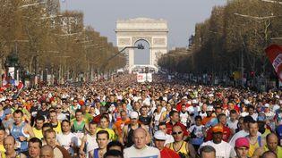 Plus de 54 000 personnes se sont inscrites au marathon de Paris qui se tiendra le 12 avril 2015. Environ un tiers des participants viennent de l'étranger. ( BENOIT TESSIER / REUTERS )