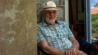 Jean Culioli,carreleurà la retraite et habitant dePetra Longa dans la 2e circonscription de Corse-du-Sud, en mai 2017. (MATTHIEU MONDOLONI / FRANCEINFO)