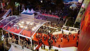 Les célèbres marches tapissées de rouge du palais des festivals, à Cannes (27 mai 2017)  (Valéry Hache / AFP)