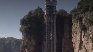 Chine : un ascenseur extérieur au milieu des falaises qui ont inspiré le film Avatar (FRANCEINFO)