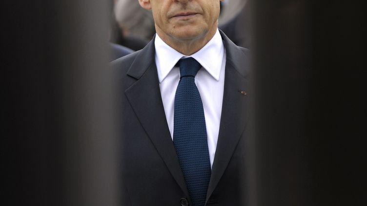 Le président sortant, Nicolas Sarkozy, participe aux célébrations du 67e anniversaire de l'Armistice de 1945, le 8 mai 2012 à Paris. (PHILIPPE WOJAZER / AFP)