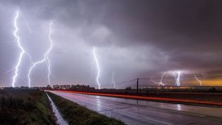 Superposition de photographies d'un orage dans les Cévennes, le 20 janvier 2016. (XAVIER DELORME / BIOSPHOTO / AFP)
