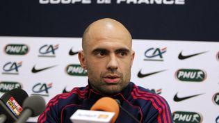 Cris lors d'une conférence de presse le 27 avril 2012 au Stade de France à Saint-Denis. (KENZO TRIBOUILLARD / AFP)