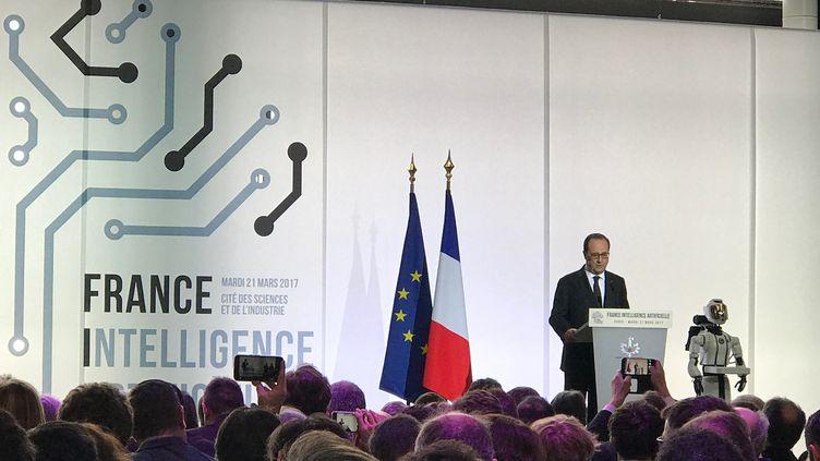 François Hollande, président de la République, a lancé le plan FranceIA à la cité des Sciences à Paris, le 21 mars 2017. (RADIO FRANCE / JEROME COLOMBAIN)