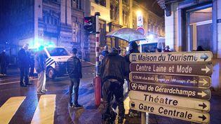 La police bloque une à Verviers, Belgique, le 15 Janvier 2015, après la mort de deux personnes d'une opération antiterroriste. (MARCEL VAN HOORN / ANP)
