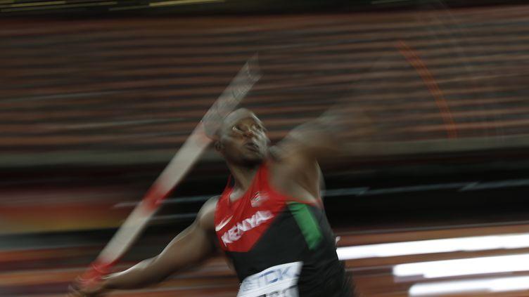 Le Kényan Julius Yego a été sacré champion du monde du javelot, à Pékin, le 26 août 2015. (ADRIAN DENNIS / AFP)