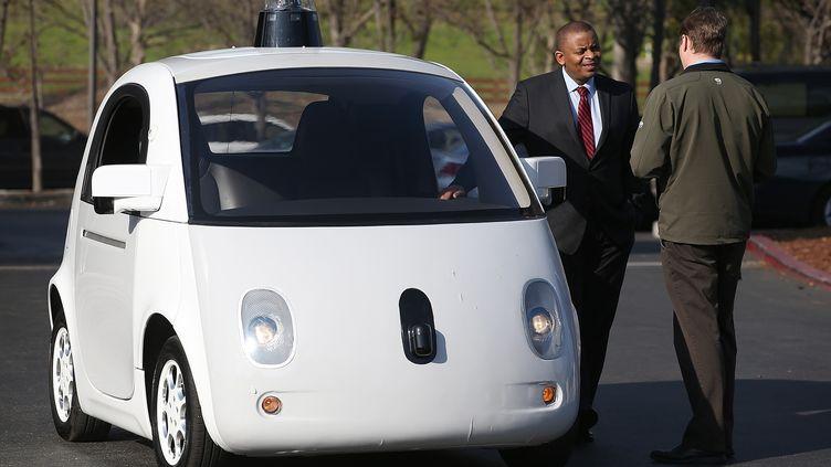 Un prototype de voiture sans chauffeur au siège de Google, en Californie (Etats-Unis), le 2 février 2015. (JUSTIN SULLIVAN / GETTY IMAGES NORTH AMERICA)