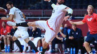 Ludovic Fabregas face à la Norvège aux Jeux olympiques de Tokyo, le 1er août (FRANCK FIFE / AFP)
