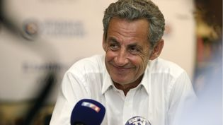 Nicolas Sarkozy répond à des journalistes, à Ajaccio (Corse-du-Sud), le 24 juillet 2020. (PASCAL POCHARD-CASABIANCA / AFP)