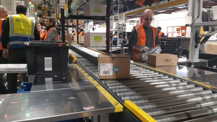 L'intérieur d'un centre de distribution d'Amazon, ici à Brétigny-sur-Orge (Essonne) (ARTHUR BLANC / FRANCE-BLEU LORRAINE NORD)