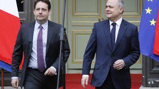 Bruno Le Roux et le nouveau ministre de l'Intérieur Matthias Fekl devant l'hôtel de Beauvau, le ministère de l'Intérieur, à Paris, lors de la passation de pouvoirs, mercredi 22 mars 2017. (FRANCOIS GUILLOT / AFP)
