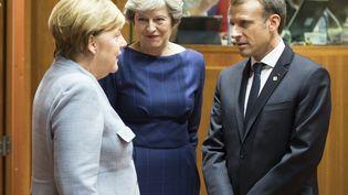 Angela Merkel, Theresa May et Emmanuel Macron (de gauche à droite) à Bruxelles , le 19 octobre 2017. (THIERRY MONASSE / DPA / AFP)
