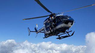 Un hélicoptère du PGHM de Chamonix (Haute-Savoie), en juillet 2020. Photo d'illustration. (RICHARD VIVION / RADIO FRANCE)