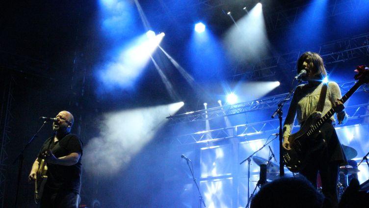 Franck Black et Paz Lenchantin des Pixies, sur la scène de Beauregard dimanche 6 juillet.  (Claire Digiacomi)