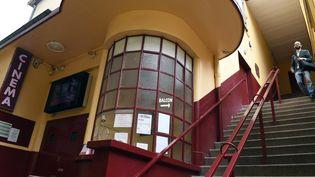 Un cinéma construit en pisé, dans le quartier de La Croix Rousse à Lyon  (PHILIPPE DESMAZES / AFP)
