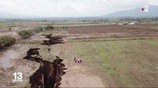 Une faille impressionnante, découverte au Kenya, laisseles scientifiques perplexes. Le continent est-il en train de se partager en deux ?  (FRANCE 2)