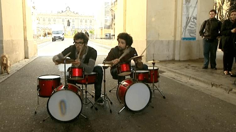 """Le spectacle """"humorytmique"""" des Fills Monkeys est une vraie bonne surprise pour les passants de la Place Stanislas de Nancy."""