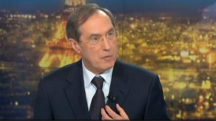 L'ancien ministre de l'Intérieur, invité du journal de 20h de France 2,a dénoncé la violation du secret de l'instruction, le 30 avril 2013. (FRANCE 2 / FRANCETV INFO)