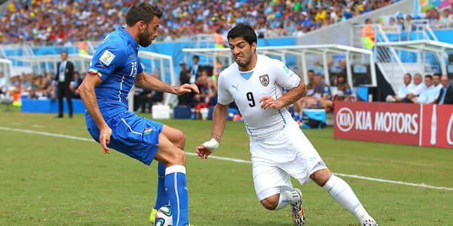 Luis Suarez, qui mystifie ici Andrea Barzagli, manquera la phase à élimination directe du Mondial 2014.